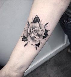 Tatoo rose, rose foot tattoos, rose tattoo on forearm, small rose Rose Tattoo Forearm, Rose Tattoos On Wrist, Small Wrist Tattoos, Body Art Tattoos, Sleeve Tattoos, Cool Tattoos, Tattoo Small, Tattoo Art, Tattoo Pics