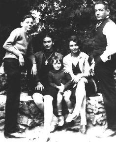 Frida con su familia, 1926.
