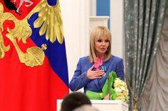 Певица Валерия резко выступила против тирании мужчин в семье. Артистка, сама пережившая домашнее насилие, уверена, что стране нужен закон, способн...