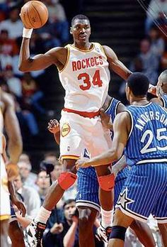 "Hakeem ""The Dream"" Olajuwon National Basketball League, Sport Basketball, Basketball Leagues, Basketball Pictures, Basketball Legends, Love And Basketball, Basketball Uniforms, Rockets Basketball, Basketball Skills"