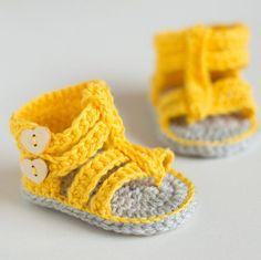 Bu yazımızda sizlere örgü ile örülmüş yeni model en güzel bebek patikleri, bebek çoraplarını ve bebek ayakkabılarını derledik. Her biri birbirinden güzel bu örgü modellerini sizlerde çok seveceksiniz. YouTube kanalımızda yakında farklı bebek patik örgü modelleri de paylaşacağız. Daha önce izlemediyseniz aşağıda bebek patiği nasıl örülür başlıklı youtube videomuzu izleyebilirsiniz. Sorularınız olursa videonun altında ki yorum bölümüne yazabilirsiniz. Eklediğimiz videolarımızı sosyal paylaşım a... Crochet Baby Sandals, Knit Baby Booties, Crochet Shoes, Baby Girl Crochet, Crochet Slippers, Crochet Bebe, Cute Crochet, Crochet For Kids, Crochet Yarn