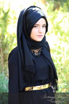Black and gold hijab ;she resembles Emma Watson ! Hijab Niqab, Muslim Hijab, Mode Hijab, Hijab Outfit, Arab Fashion, Islamic Fashion, Muslim Fashion, Modest Fashion, Beautiful Muslim Women