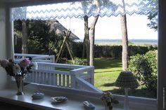 Blick in den Garten und auf die See.