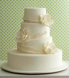 All white wedding cake. Lose the bottom layer. Amazing Wedding Cakes, Elegant Wedding Cakes, Chic Wedding, Wedding Ideas, Wedding Stuff, Pretty Cakes, Beautiful Cakes, Simply Beautiful, Absolutely Gorgeous
