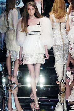 Dolce & Gabbana Fall 2005 Ready-to-Wear Collection Photos - Vogue
