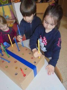 Diy Children's Activity Wall – From Rolls – maallure - Kinderspiele Motor Skills Activities, Toddler Learning Activities, Montessori Activities, Infant Activities, Fine Motor Skills, Kids Learning, Activities For Kids, Crafts For Kids, Toddler Toys