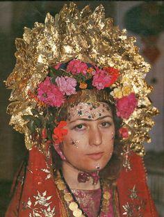 tocados de novia con pan de oro.  Karaburun (Izmir) / Turquía.  Rural, 1980.
