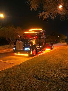Show Trucks, Big Rig Trucks, Heavy Duty Trucks, Heavy Truck, Custom Big Rigs, Custom Trucks, Kenworth Trucks, Peterbilt, Heavy Construction Equipment