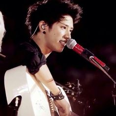 One Ok Rock Taka  ❤❤❤ I really love the look on his face and his style on this pic