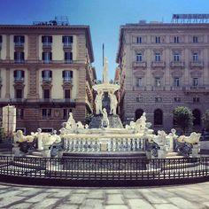 Napoli, Piazza Municipio