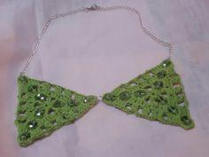 Collana realizzata con filato di cotone aggiungendo delle perline di vetro