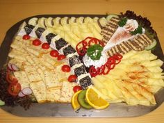 The eye eats with: 51 creative ideas for cold plates - house decoration more - Cheese cold plates - Party Platters, Party Buffet, Party Finger Foods, Party Snacks, Fruit Party, Foil Packet Meals, Brunch Party, Food Decoration, Food Art