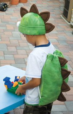 Free PDF pattern: Fleece dinosaur backpack (with spikes!). I'm going to use the spike pattern to make a dinosaur tail instead!