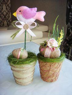 Trendy Ideas For Basket Diy Felt Easter Eggs Easter Projects, Easter Crafts, Felt Diy, Felt Crafts, Hoppy Easter, Easter Eggs, Diy Ostern, Felt Birds, Egg Decorating