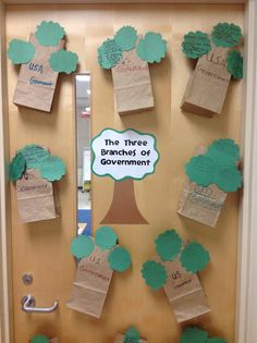 Here's a fun idea for creating a 3-D graphic organizer on the branches of government.