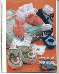 Artes by Cachopa - Croche & Trico: Sapatinho pink e salmão e outro branco e verde