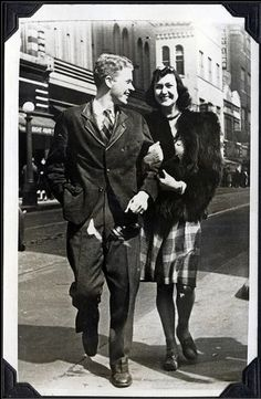 A stylish young 1940s couple. #vintage #1940s #street_photography