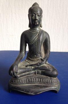 BRONZE BUDDHA BIRMA / THAILAND | 1st half 20th Century | @catawiki Online Auctions | by @decaders | www.facebook.com/decadersdesign