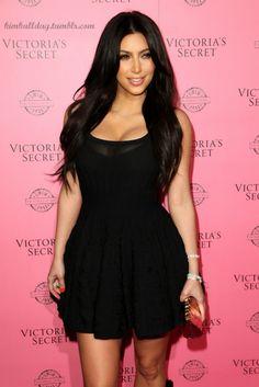 Kim Kardashian in a black dress Looks Kim Kardashian, Kardashian Style, Kardashian Jenner, My Unique Style, My Style, Autumn Winter Fashion, Celebrity Style, Style Inspiration, Fashion Design