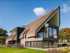 Modern home design Contemporary Interior Design, Modern House Design, Contemporary Architecture, Amazing Architecture, Roof Design, Exterior Design, Residential Architecture, Architecture Design, Thatched House