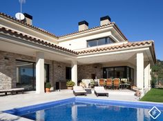 Fantastic modern Costa Brava villa to buy with an infinity-pool close to the town of Lloret de Mar, Costa Brava