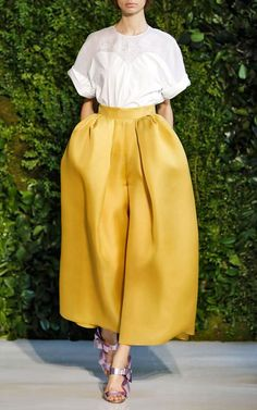 Delpozo Spring/Summer 2014 Trunkshow Look 18 on Moda Operandi big yellow silk trousers voluminous oversized volume pleats and gathers fashion design shape silhouette New Fashion, Trendy Fashion, Boho Fashion, Spring Fashion, Fashion Outfits, Womens Fashion, Dress Fashion, Yellow Fashion, Trendy Dresses