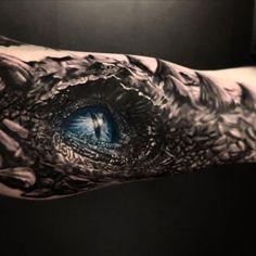This dragon tattoo is insane Dragon Tattoos For Men, Dragon Sleeve Tattoos, Dragon Tattoo Designs, Tattoo Sleeve Designs, Tattoos For Guys, 3d Dragon Tattoo, 3d Tattoos, Badass Tattoos, Life Tattoos