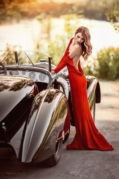 red dress and luxury cars, how beautiful Sexy Cars, Hot Cars, Sexy Autos, Up Auto, Chica Fantasy, Model Shooting, Mode Glamour, Mode Vintage, Vintage Racing