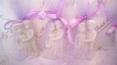 Sabonetinhos em formato de noivinhos para lembrança das madrinhas