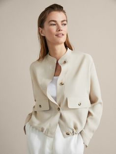 The most elegant new clothes for women at Massimo Dutti this Spring/Summer Discover the latest fashion trends in new shoes, jackets, pants or dresses. Casual Chique, Inspiration Mode, Office Looks, Jackett, Office Fashion, Outerwear Women, Latest Fashion Trends, Coats For Women, Women's Shoes