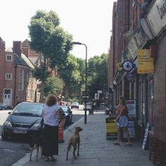 A quiet day in Shoreditch views people