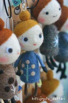 Needle felted dolls. Needle Felted Animals, Felt Animals, Felt Crafts Diy, Needle Felting Tutorials, Felt Fairy, Felt Christmas Ornaments, Fairy Dolls, Felt Toys, Wool Felt