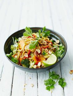 Vegetarian pad thai recipe jamie oliver jamie`s asian chicken stir fry Jamie Oliver Stir Fry, Asian Recipes, Healthy Recipes, Ethnic Recipes, Savoury Recipes, Skinny Recipes, Healthy Snacks, Stir Fry Recipes, Cooking Recipes