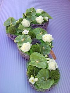 rouwwerk3 White Flowers, Beautiful Flowers, Buddha Flower, White Flower Arrangements, Moss Art, Cemetery Flowers, Church Flowers, Tropical Decor, Decoration Table
