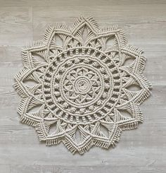 Macrame Design, Macrame Art, Macrame Projects, Macrame Knots, Plate Mat, Knit Rug, Round Rugs, Macrame Tutorial, Macrame Patterns