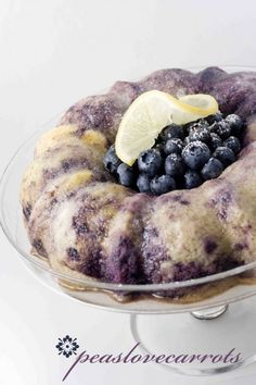 Blueberry Lemon Bundt Cake… Made With Yellow Cake Mix And Greek Yogurt! * One Box Yellow Cake Mix * Whatever Ingredients The Cake Mix Calls For * 1 Cup Of Greek Yogurt * 1 Cup Frozen Or Fresh Blueberries * Cup Water * The Zest Köstliche Desserts, Delicious Desserts, Dessert Recipes, Yummy Food, Yogurt Recipes, Lemon Recipes, Cake Recipes, Chocolate Fruits, Chocolate Cake