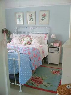 quilt precious cottage bedroom - love the iron bed and the rug especially. I want to add blue to my pink shabby bedroom!precious cottage bedroom - love the iron bed and the rug especially. I want to add blue to my pink shabby bedroom! Pretty Bedroom, Shabby Chic Bedrooms, Bedroom Vintage, Shabby Chic Furniture, Shabby Chic Decor, Cottage Bedrooms, Vintage Room, Rustic Decor, Rustic Furniture