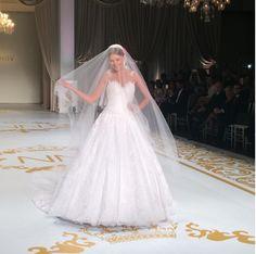 #vestidosdenoiva #noiva #vestidodenoiva #bride #wedding #casamento #weddingdress #weddingdresses #bridaldress