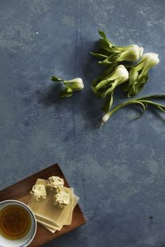 Resepti: Parhaat wontonit | Mondo.fi Foodies, Magazine, Recipes, Magazines, Recipies, Ripped Recipes, Recipe, Cooking Recipes