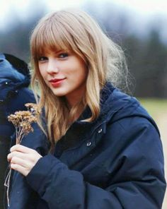 taylor swift~ WITHOUT MAKEUP. filming Safe and Sound