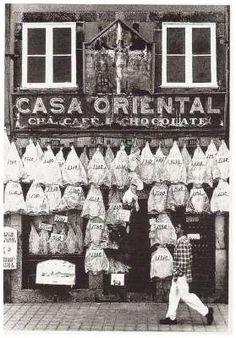 Slabs of dried cod, cha=tea ▓ Selling codfish, in Porto - PORTUGAL