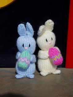 Little Easter Bunny Free Pattern by Miss Aine. They're only about 3 inches high and don't take long to knit at all. Free Pattern More Patterns Like This! Knitted Bunnies, Knitted Animals, Knitted Dolls, Knitted Gifts, Crochet Penguin, Easter Crochet, Crochet Toys, Hat Crochet, Knitting Patterns Free