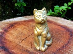 Vintage solid brass cat figurine / sitting cat brass statue /