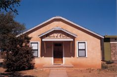 Church of Christ, Monroe Street, Tucumcari, New Mexico, USA, by Stephen Shore, picture taken in July 1972