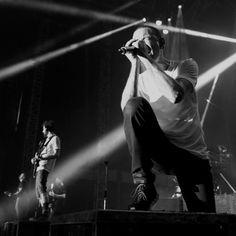 Chester in San Antonio Chester Bennington, Charles Bennington, Mike Shinoda, Popular Music Artists, Concert Festival, Linkin Park Chester, Hot Hunks, Rest In Peace, Theme Song