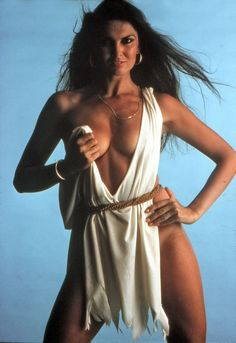 Caroline Munro- Hammer Glamour par excellence and the 'face' of Lambs Navy Rum Caroline Munro, Classic Actresses, English Actresses, Beautiful Actresses, Olivia De Havilland, Star Wars, Hollywood Heroines, Bond Girls, Celebs