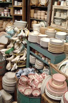 Fishs Eddy in NYC - selling vintage looking dinnerware.