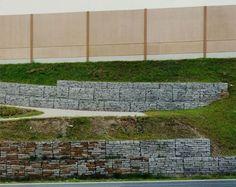 Hans-Christian Schink, A 14, Anschlussstelle Dresden-Altstadt, aus: VDE (Verkehrsprojekte Deutsche Einheit), 1998, C-Print/Diasec, 178 x 211 cm und 121 x 143 cm, Auflage 5 + 3
