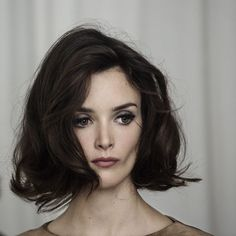 каре на волнистые волосы