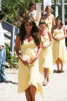 Beach Yellow Chiffon Flowers Outdoor Ceremony Short V-neck Wedding Bridesmaids Photos & Pictures - WeddingWire.com